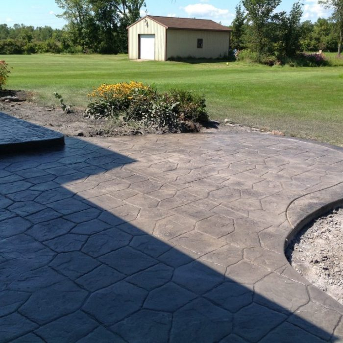 Stamped patio castle random stamp / standard concrete / charcoal release with border