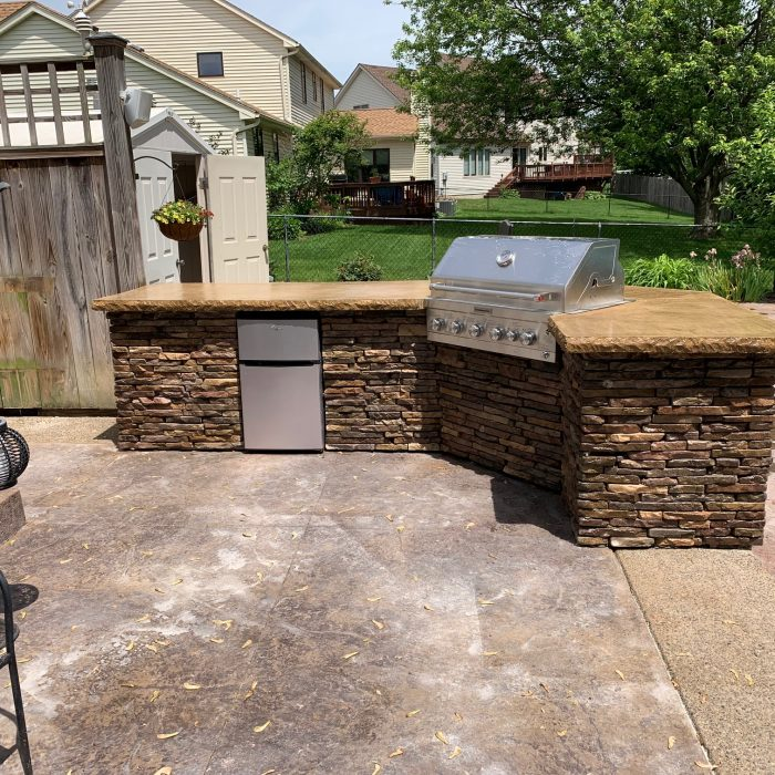 Outdoor Kitchen & Stamped Concrete Patio